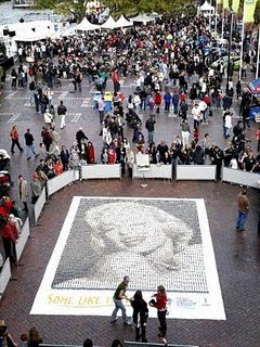 Marilyn Monroe photo, Marilyn Monroe picture, Worlds Largest Coffee Mosaic of Marilyn Monroe, Guinness world record 2010, Rocks Aroma festival in Australia