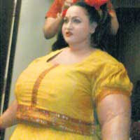 Marathi actress make overweight body make-up photo, Trupti Bhoir Agadbamb picture, Trupti Bhoir Guinness World Record 2011, Marathi film Agadbamb video, Trupti Bhoir overweight body make-up, Trupti Bhoir complete body make-up, Trupti Bhoir fattest photo, World's fattest actress 2011
