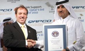 World's largest t-shirt photo, Qatar Petroleum Company largest t-shirt, 2011 World's largest t-shirt, largest t-shirt Guinness World Record, Qapco largest t-shirt picture, world's biggest t-shirt 2011