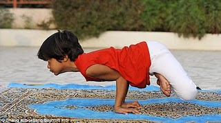World's Youngest Yoga Teacher 2011, youngest yoga trainer Shruti Pandey photo, Shruti Pandey yoga video, youngest yoga trainer in the world 2011, World's Youngest yoga trainer 2010