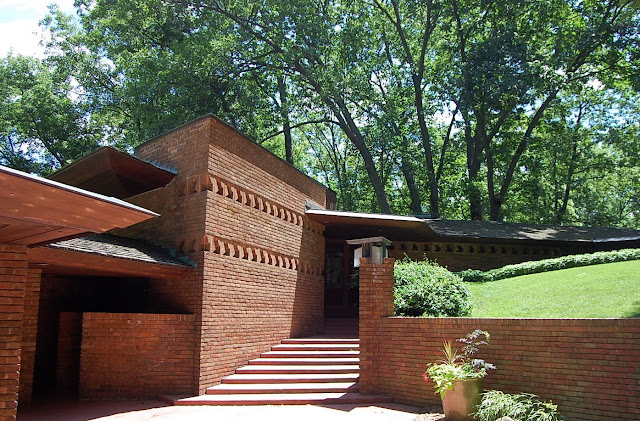 Dear golden vintage the palmer house for Frank lloyd wright palmer house