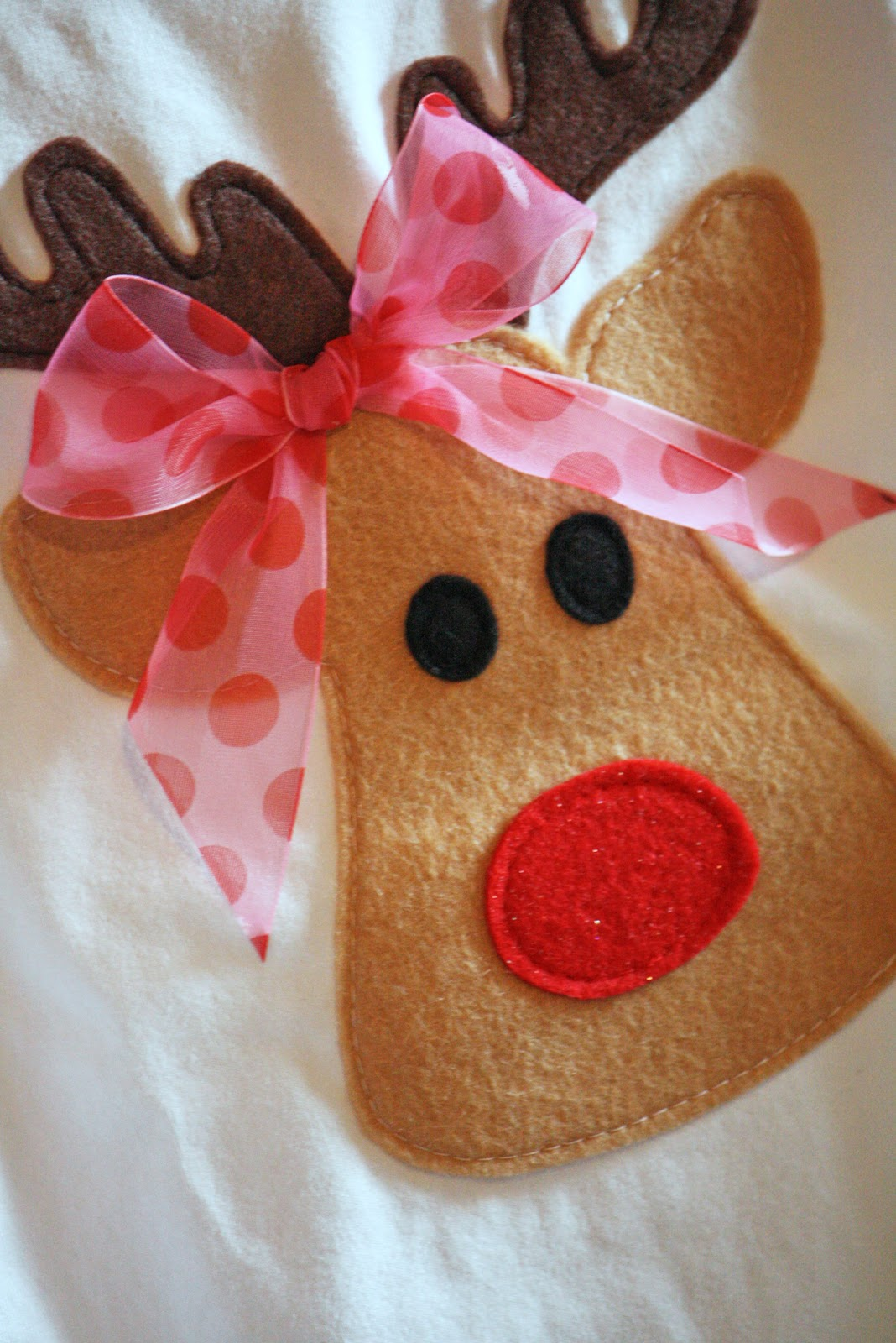 Felt Christmas Reindeer Patterns http://noodlesandmilk.blogspot.com/2010/11/too-cute-reindeer-shirt-tutorial.html