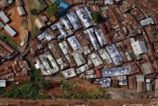 Street Artist JR - Rooftop Graffiti in Kenya