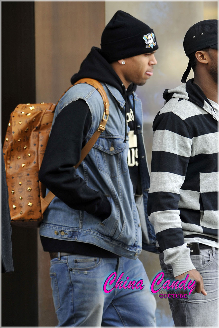 Nicki Minaj Wears See Through Tights Wearing this jean vest,