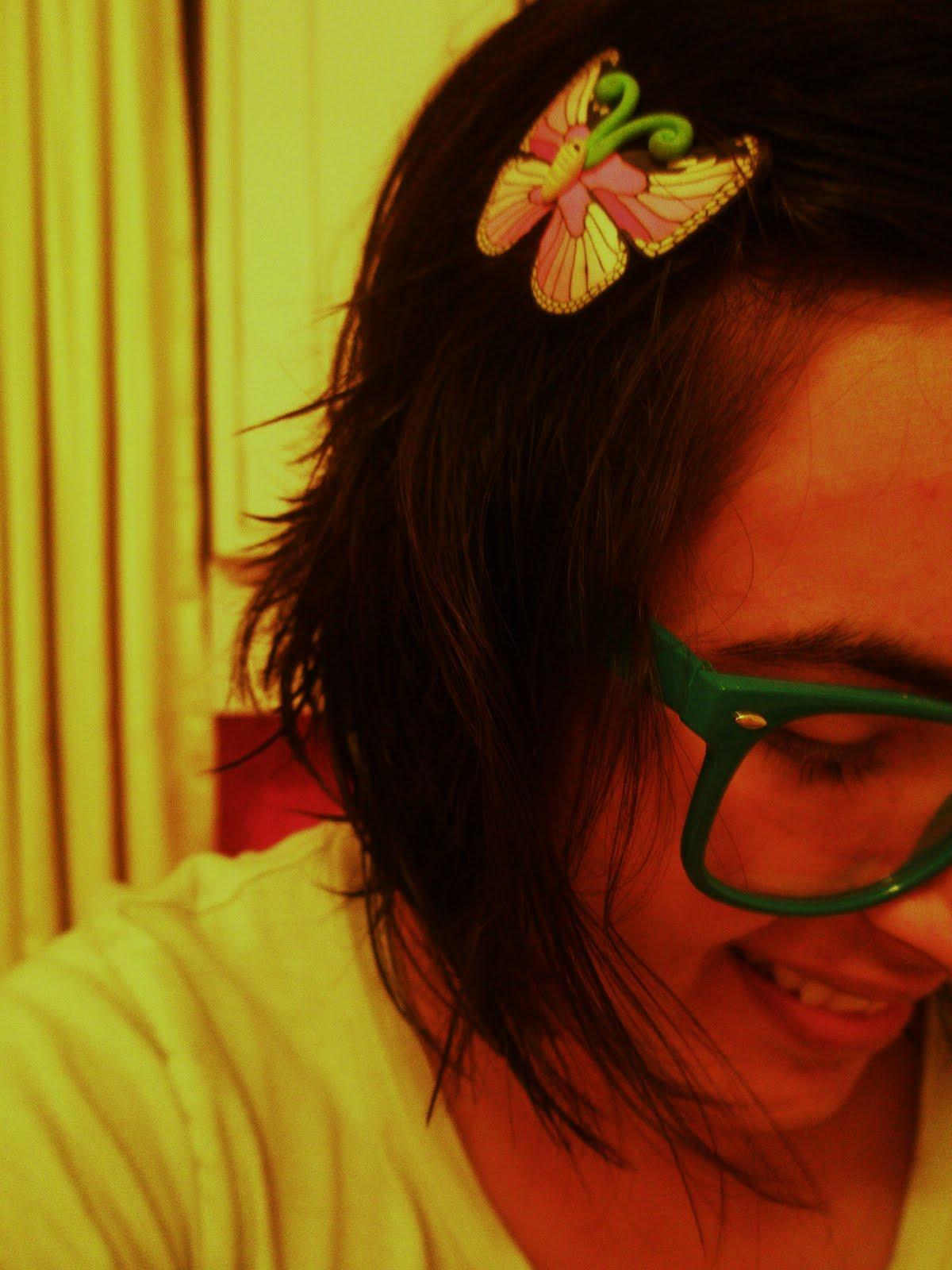 Banding my hair :P title=