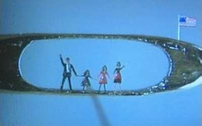 Willard Wigan - Barack Obama and Family (2009)