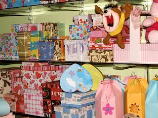 Chomel Wrapping, Souvenir and Gift: Kotak Kertas Kado