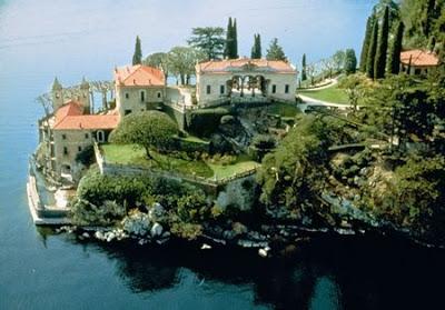Historic italian houses museum ellegant interior for Lake house in italian