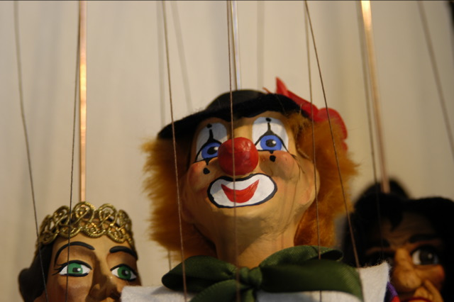 [puppets-marionettes-clowns-503188-o.jpg]