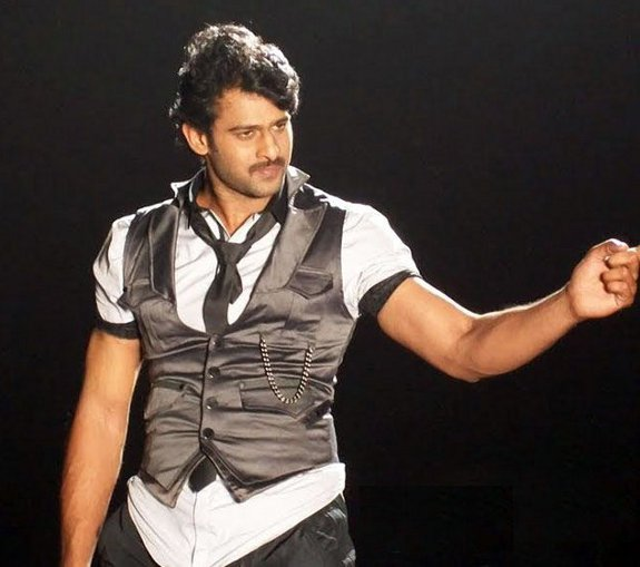 [Prabhas-Darling-Movie-Stills-Photos-06.jpg]
