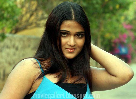 [Actress-Asmitha-Stills-photos-03.jpg]