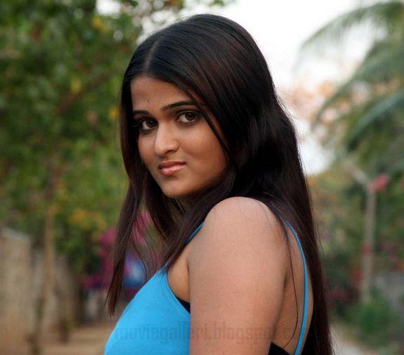 [Actress-Asmitha-Stills-photos-01.jpg]