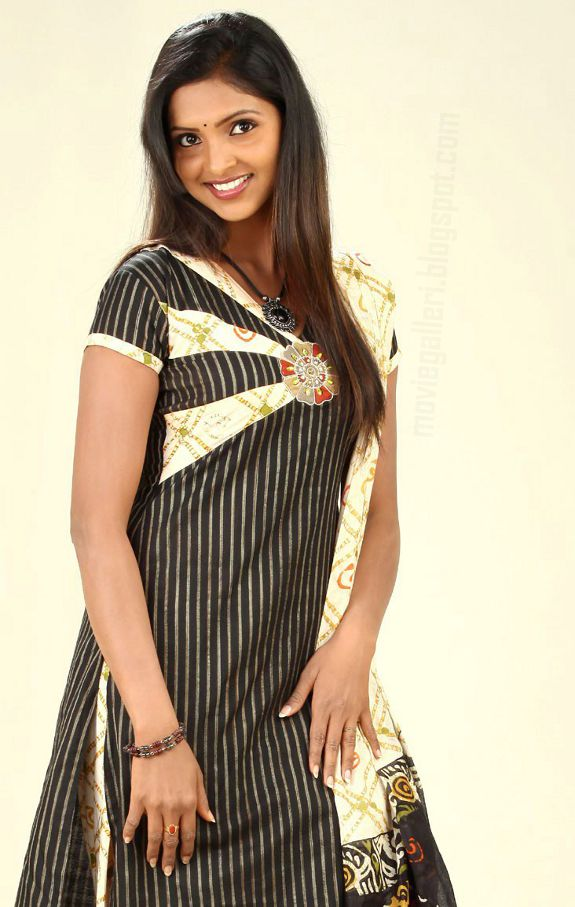 [sanchita-padukone-hot-pics-photos-03.jpg]