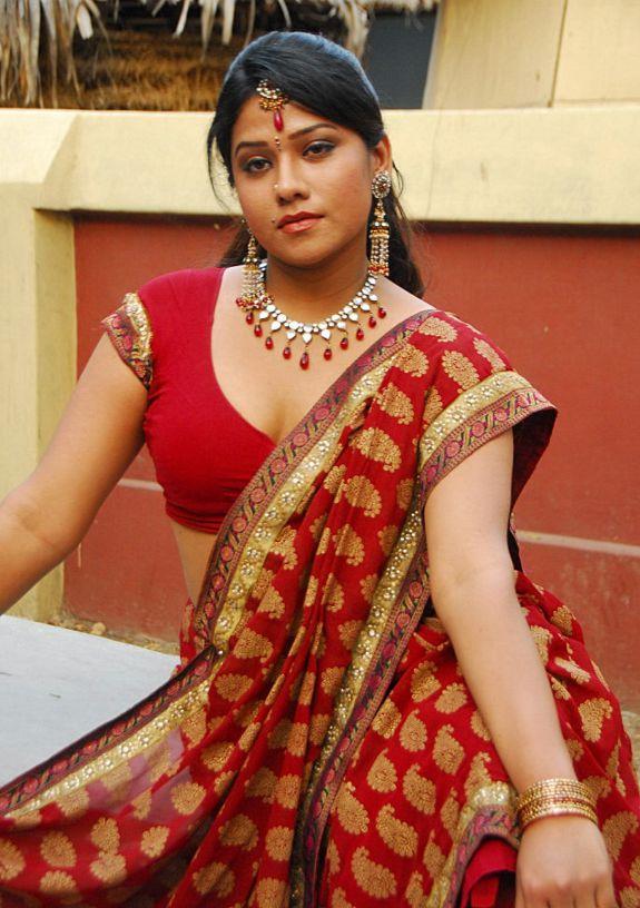 [Actress-Jyothi-Hot-stills-pics-05.jpg]