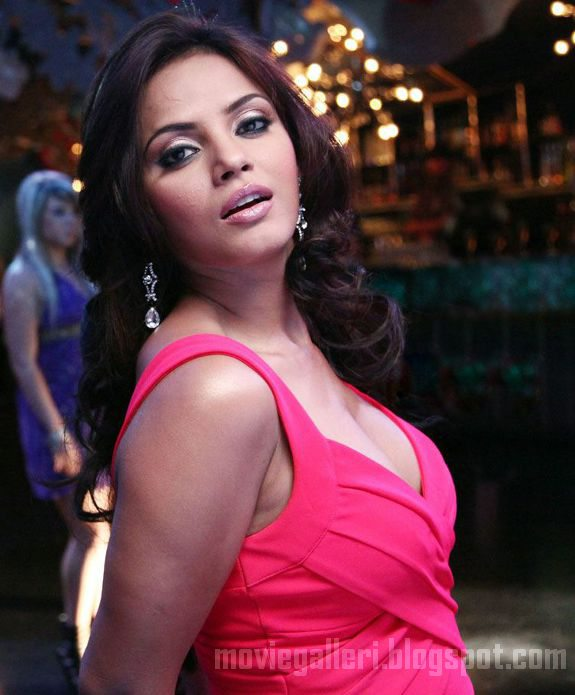 [neetu-chandra-latest-hot-swimsuit-bikini-stills-03.jpg]