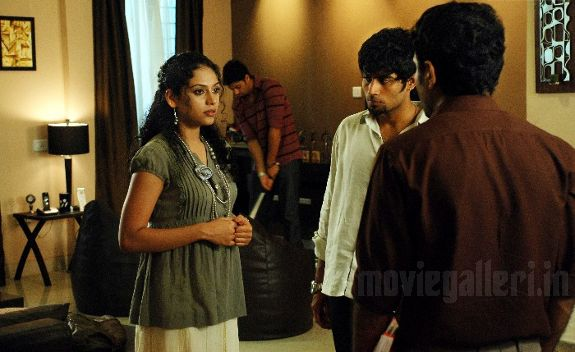 http://2.bp.blogspot.com/_kLvzpyZm7zM/S77jB8uuGQI/AAAAAAAAJPM/MnpLvvC8BXA/s1600/naan_movie_stills_pics_photo_gallery_03.jpg