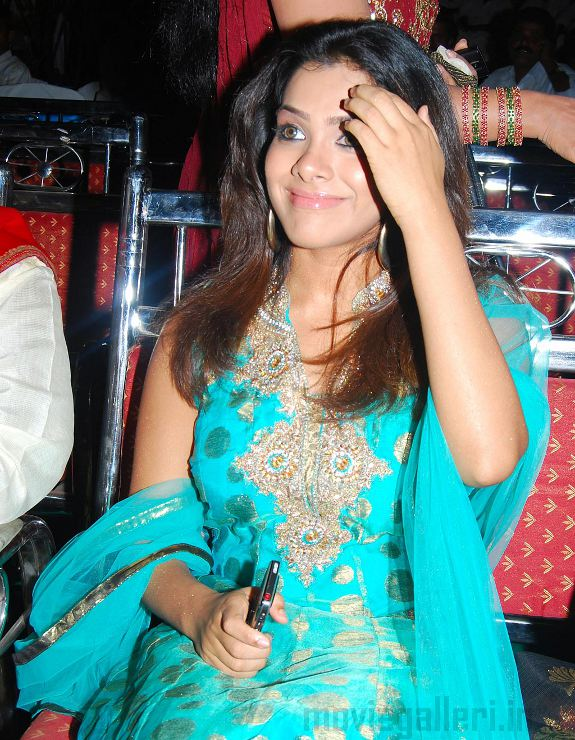 http://2.bp.blogspot.com/_kLvzpyZm7zM/S7QFPtntxtI/AAAAAAAAIq8/Idbvxd5gqH0/s1600/Sandhya-Haasini-Audio-Release-03.jpg