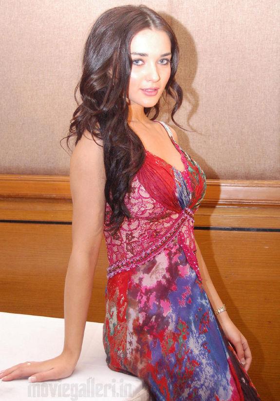 http://2.bp.blogspot.com/_kLvzpyZm7zM/S7nHLJrS7II/AAAAAAAAI9U/bGcIZWWQZuI/s1600/Amy-Jackson-latest-photos-stills-pictures-04.jpg