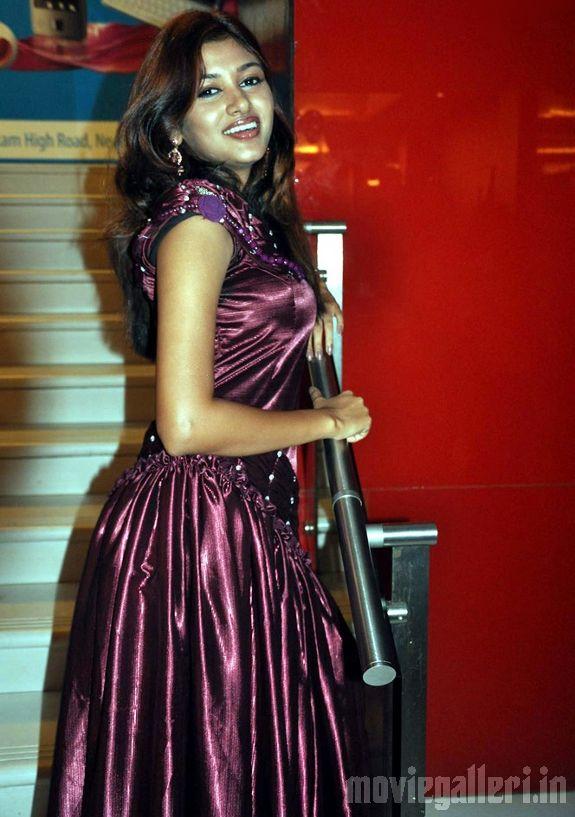 tamil actress helen hot stills
