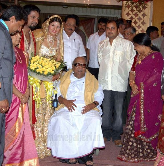 http://2.bp.blogspot.com/_kLvzpyZm7zM/S8LDTO99dHI/AAAAAAAAJVU/SwSTG5GwuHk/s1600/rambha_wedding_marriage_reception_photos_pictures_01.JPG