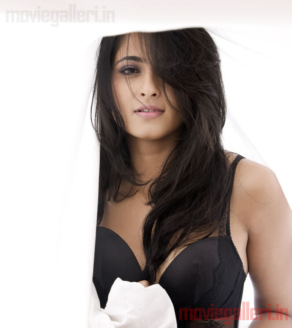 http://2.bp.blogspot.com/_kLvzpyZm7zM/S8cfVGGo_mI/AAAAAAAAJoc/DXrO_rN36JE/s1600/anushka_shetty_hot_photo_shoot_stills_images_pics_06.jpg