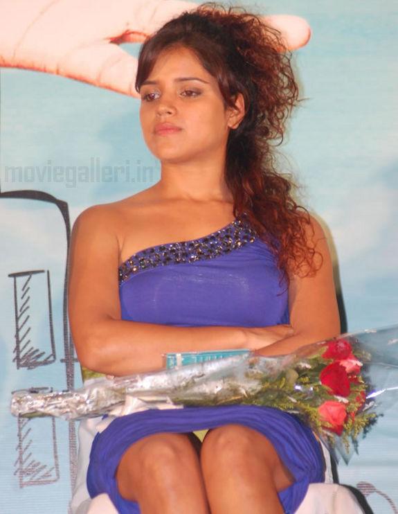 Bale Pandiya Actress Piaa Bajpai Hot Spicy Stills, Piaa Bajpai Hot Gallery,