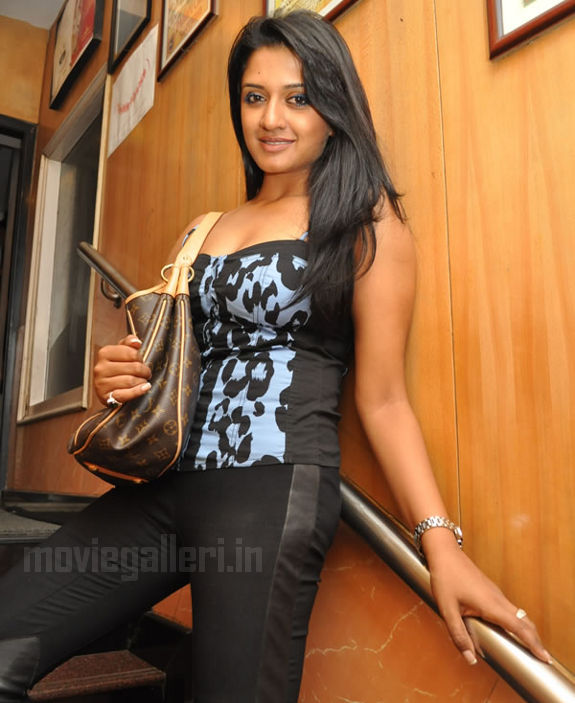 http://2.bp.blogspot.com/_kLvzpyZm7zM/S9hFW6jcLtI/AAAAAAAAKvM/fGuHTTbwjHA/s1600/vimala-raman-hot-photos-pics-stills-wallpapers-images-04.jpg