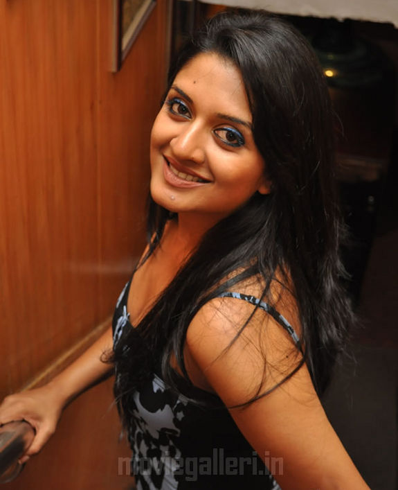 http://2.bp.blogspot.com/_kLvzpyZm7zM/S9hFkmrVukI/AAAAAAAAKvc/wMlWxKpGWow/s1600/vimala-raman-hot-photos-pics-stills-wallpapers-images-02.jpg