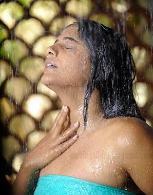 http://2.bp.blogspot.com/_kLvzpyZm7zM/SyhDdKQDvqI/AAAAAAAAAO0/8p53p3QJ9SQ/s400/priyamani-hot-wet-bathing-images-06.jpg