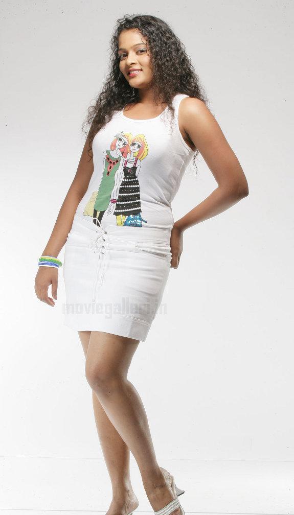 http://2.bp.blogspot.com/_kLvzpyZm7zM/TE0EC4Tz9lI/AAAAAAAATcI/SW8Sa9Freyw/s1600/actress_sonia_deepti_photo_shoot_04.jpg