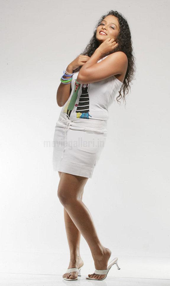 http://2.bp.blogspot.com/_kLvzpyZm7zM/TE0EDNcG3yI/AAAAAAAATcQ/LRlfcMky8cM/s1600/actress_sonia_deepti_photo_shoot_03.jpg