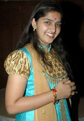 http://2.bp.blogspot.com/_kLvzpyZm7zM/TECsYRD2K9I/AAAAAAAASWg/tCADpAIzcE8/s1600/sanusha_hot_navel_pictures_photos_10.jpg