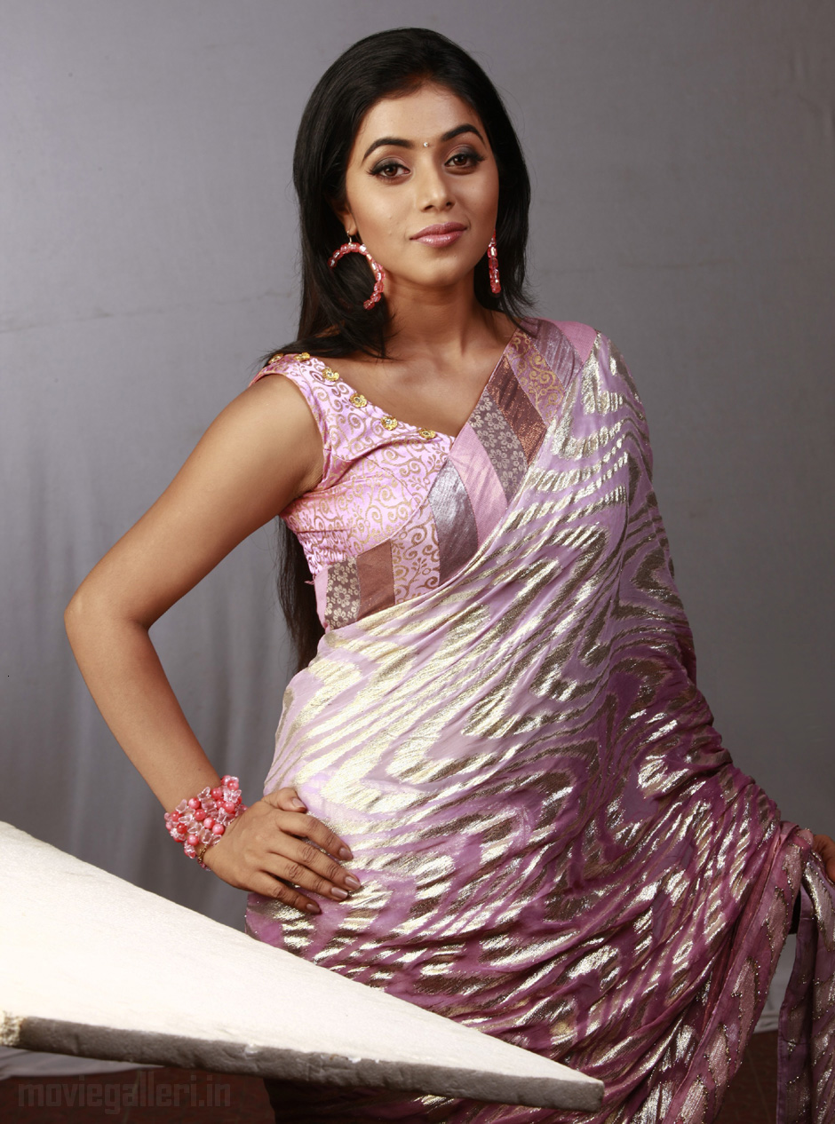 Actress poorna hot in saree photo shoot stills new movie posters thecheapjerseys Gallery