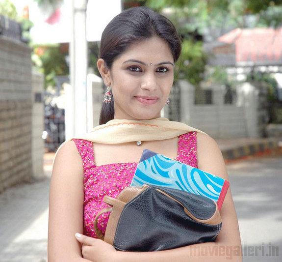 http://2.bp.blogspot.com/_kLvzpyZm7zM/TEfxd8a1ZdI/AAAAAAAAS8o/lm6vlEW1L6w/s1600/Actress_Sonu_Chandrapaul_Stills_02.jpg