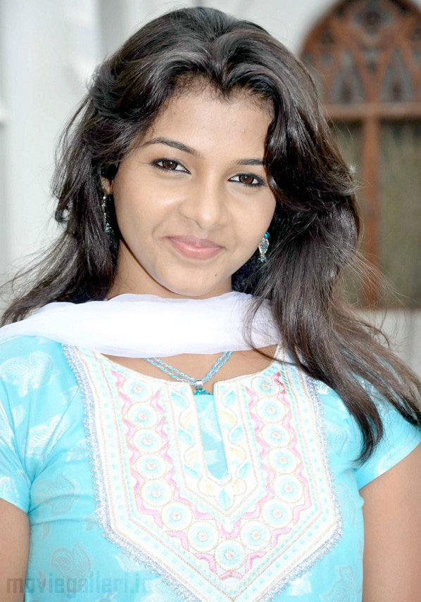 Tamil Actress Kadhal Saranya Hot Pics in Mazhai Kaalam Movie Launch.