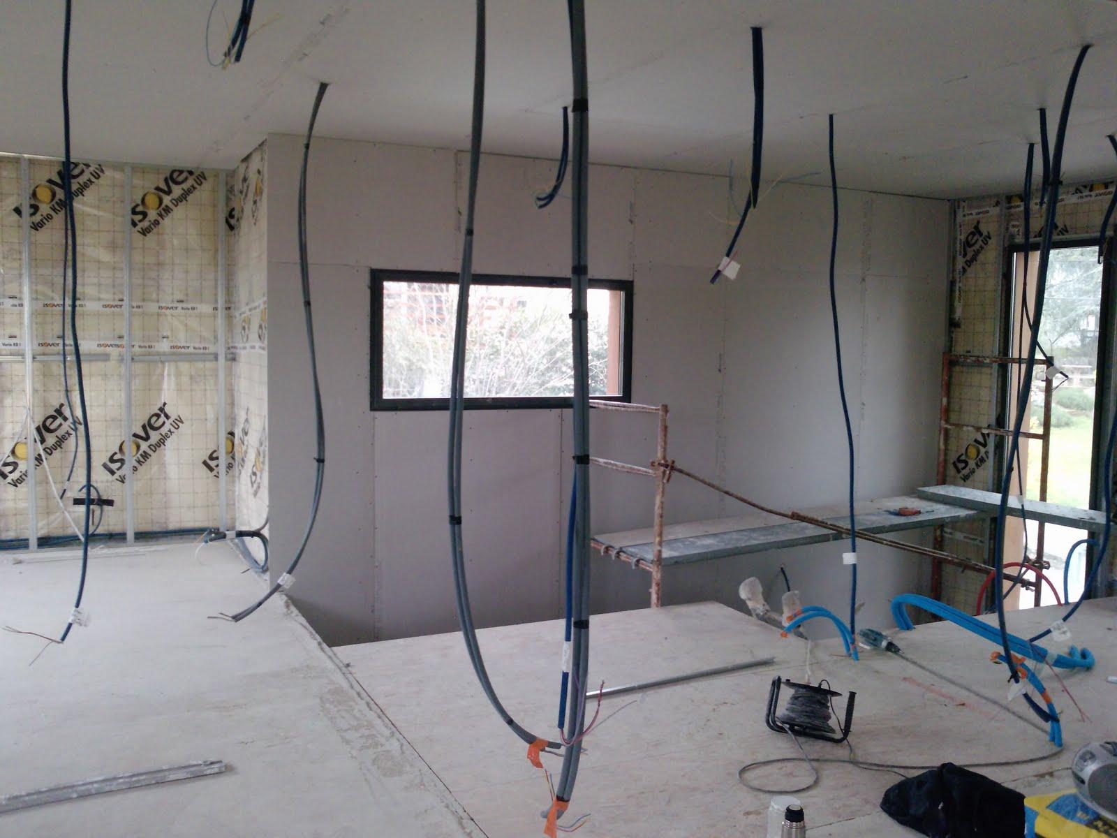 sur l vation d 39 une maison en bois romans sur isere le doublage sc ne 2. Black Bedroom Furniture Sets. Home Design Ideas