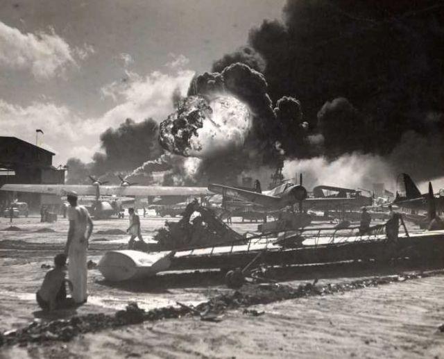 真珠湾攻撃写真集 とみー とみーが雑多な事柄を記します 真珠湾攻撃写真集 スポンサーリンク 新た