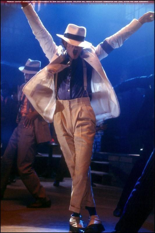 http://2.bp.blogspot.com/_kOdVdNJjliw/SwwG7-PsIbI/AAAAAAAAAEg/iu87TVzruoA/s1600/Michael+Jackson+Smooth+Criminal+fusion+comics.jpg