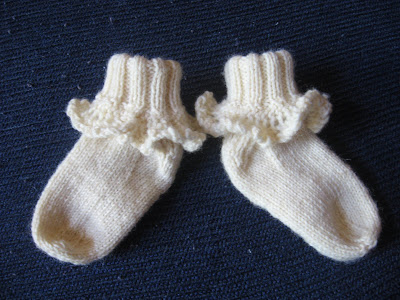 Knitting Pattern Central - Free Lace Socks Knitting