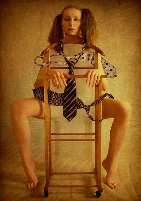 Девушка связанная галстуками