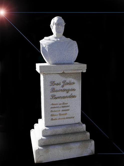Busto do Frei João Domingos em granito com tamanho natural 1.80 de altura da base do plinto.