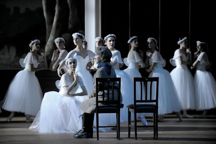 ...un détour par l'opéra...