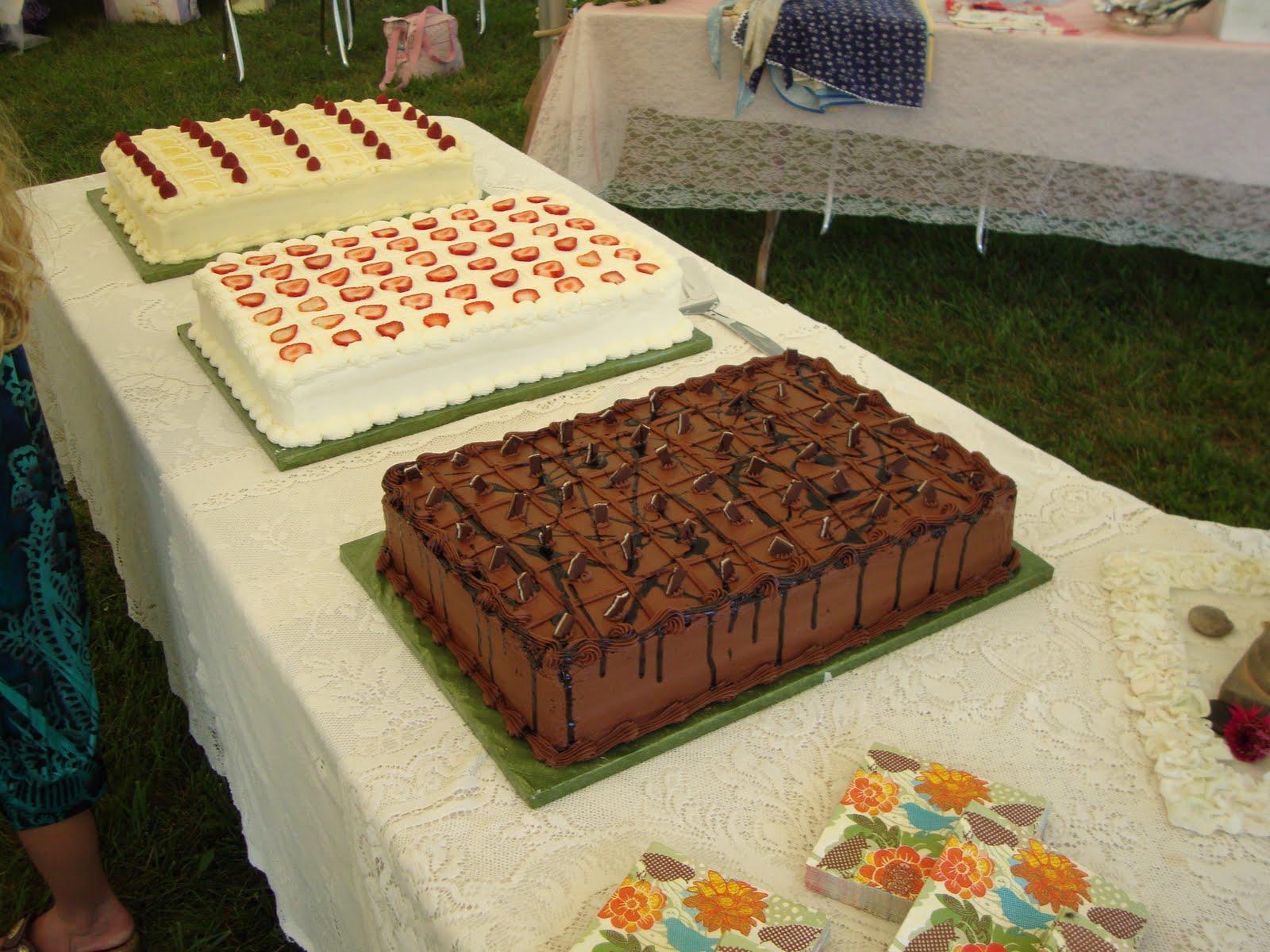 Image Of Decorated Wedding Cakes In Quarter Sheet Cake