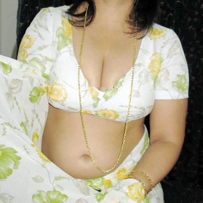  Desi Aunty Hot in Saree and Bra