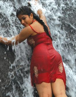 [hot+mallu+girl+bathing.jpg]
