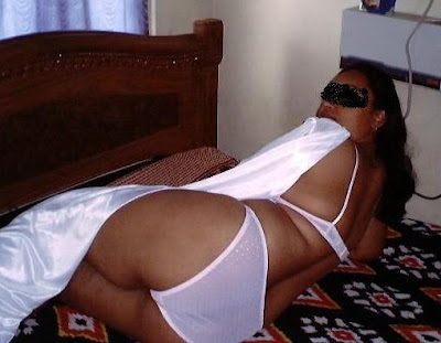 desi hot aunty show her bra and panty in sexy style