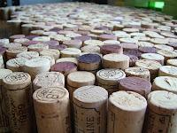 ワインのコルクを並べたところ