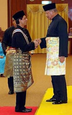 Shah Rukh Khan Terima Anugerah Datuk