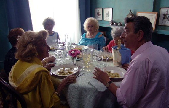 Pranzo di Ferragosto, Photograph