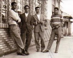 Jovens em frente ao Cine Azenha, anos 60